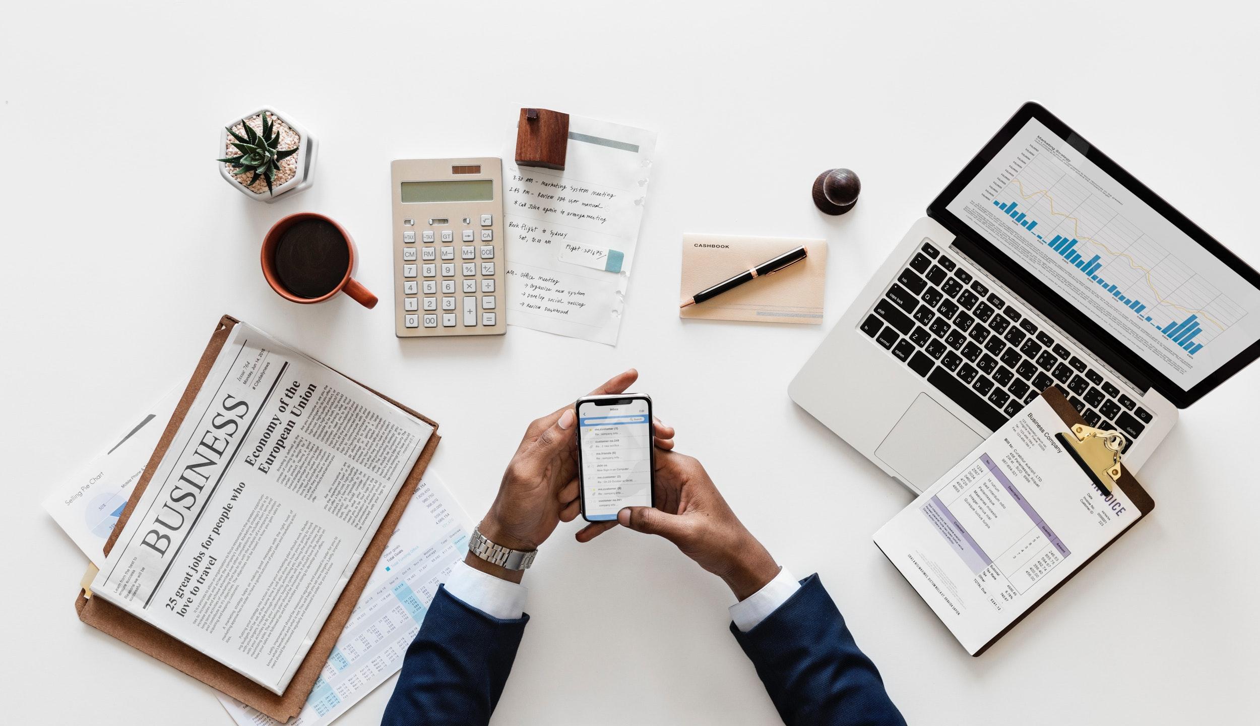 alone-application-banking-938965